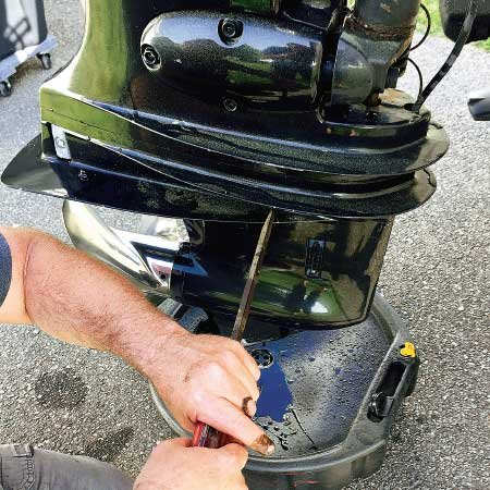 Replacing Outboard Gearcase Lubricant - Trailering - BoatUS