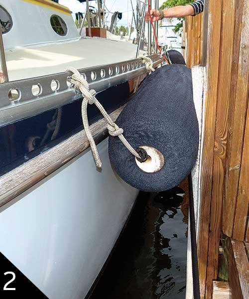 Hanging fender in horizontal position