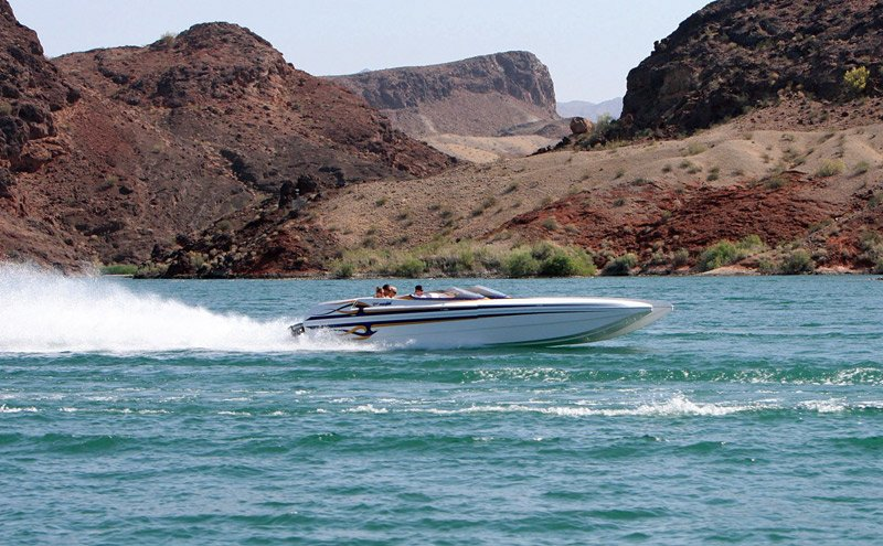 Photo of people boating on Lake Havasu