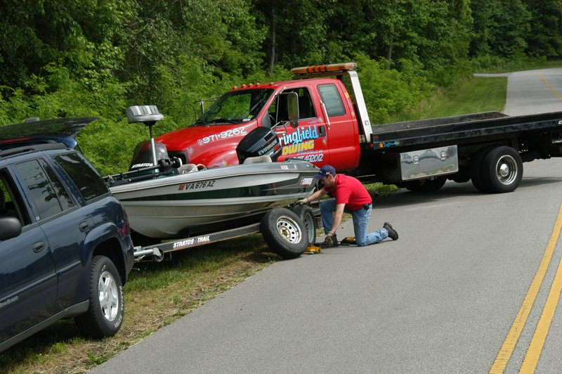 Photo of a BoatUS Member being helped by TRAILER ASSIST