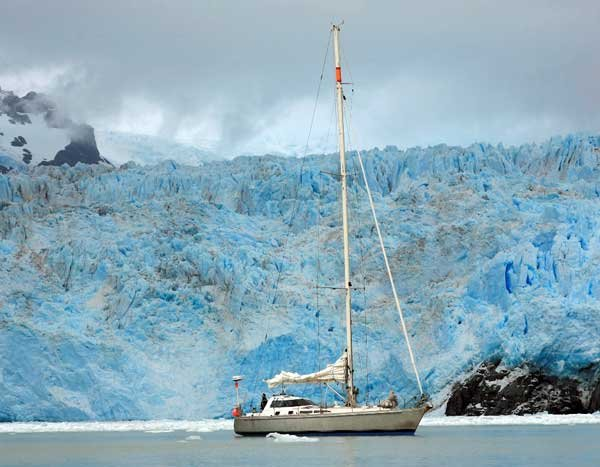 Photo of the Hawk and Amalia glacier