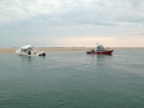 Photo of TowBoatUS reponding to a distress call from a crew of a 28-30 foot sport fishing vessel